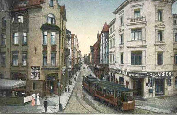 Klimat dawnej Langstrstrasse: tramwaj wyjeżdża na plac Cieplicki (Warmbrunnerplatz).