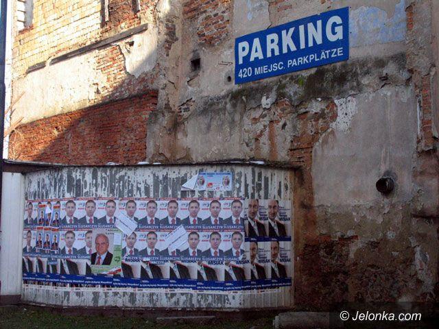 JELENIA GÓRA: Plakaty wyborcze wiszą i straszą