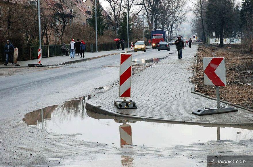 Jelenia Góra: Fuszerka na Lubańskiej: asfalt do zerwania