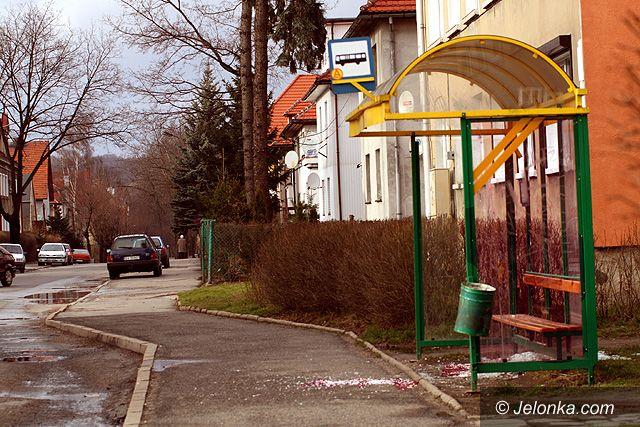 Region Jeleniogórski: Znów demolują przystanki – sądy są pobłażliwe