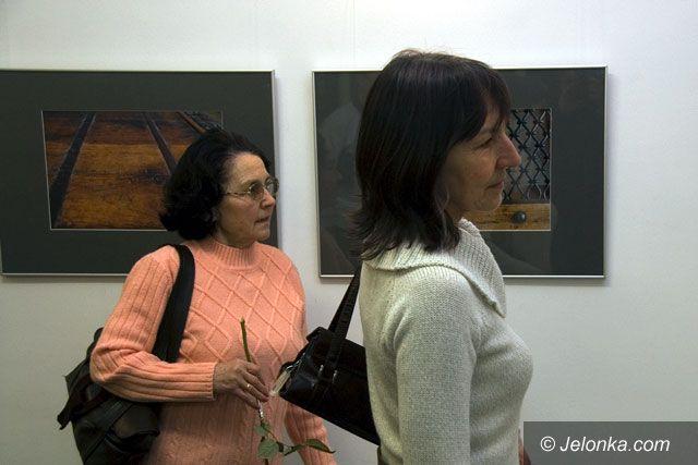 JELENIA GÓRA: Kobieta zmienną jest… na zdjęciach