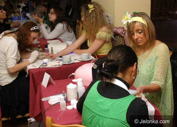 PIECHOWICE: Zdradzili tajniki makijażu i malowania paznokci