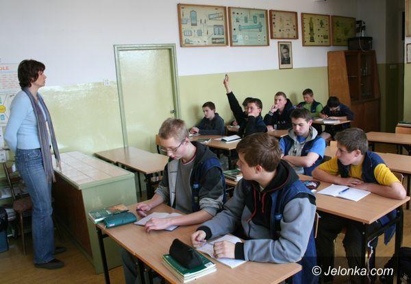 JELENIA GÓRA: Gimnazjaliści bez komórek