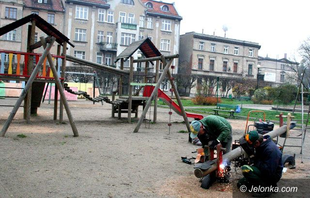 JELENIA GÓRA: Sto tysięcy złotych na place zabaw