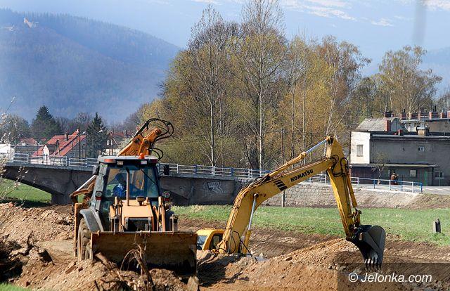 JELENIA GÓRA: Mokra robota na rzece Kamiennej