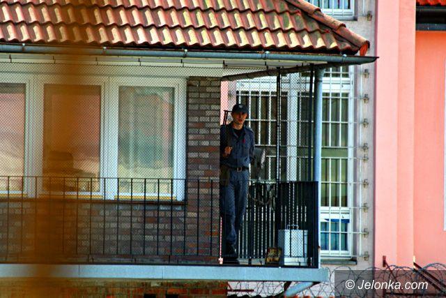 JELENIA GÓRA: Policjant z Cieplic aresztowany