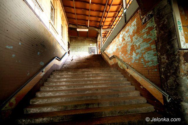 JELENIA GÓRA: Stacja jak komunalizacja