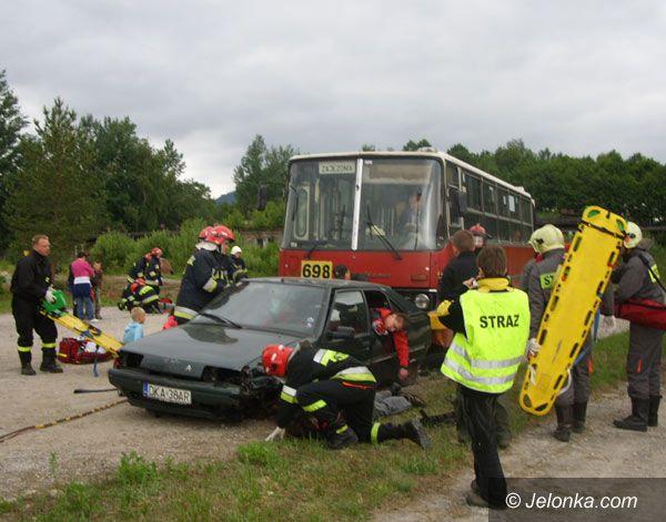 Region Jeleniogórski: Kraksa pod Sosnówką – strażacy uratowali poszkodowanych