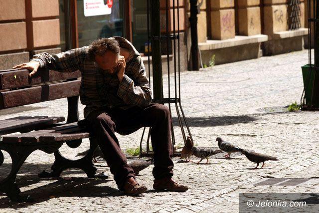 JELENIA GÓRA: Wędka na bezdomność