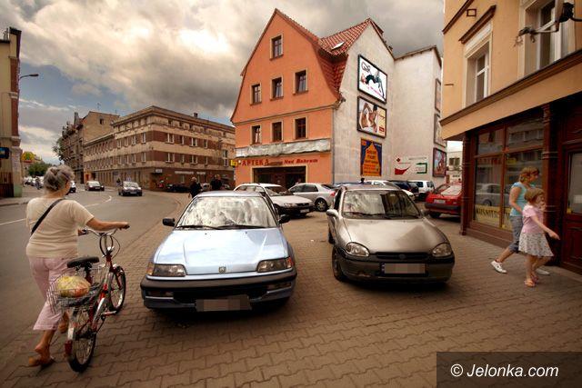 JELENIA GÓRA: Parkowanie na chodnikach irytuje