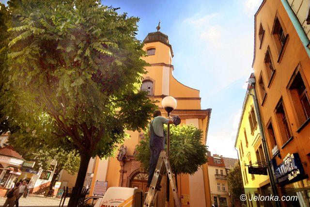 JELENIA GÓRA: Bursztynowa światłość w centrum miasta
