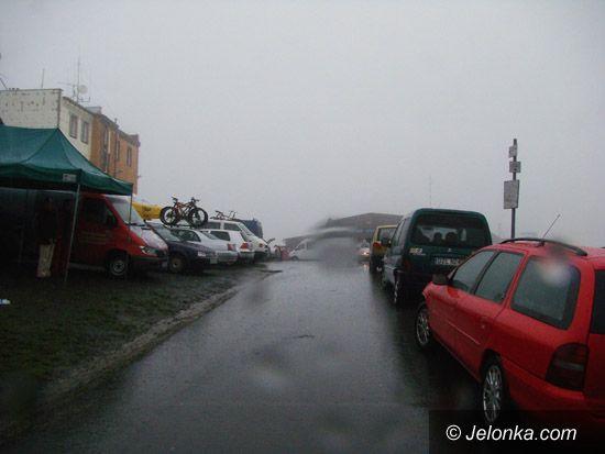 Góra Szybowcowa - Jeżów Sudecki: Deszczowe chmury nad Górą Szybowcową