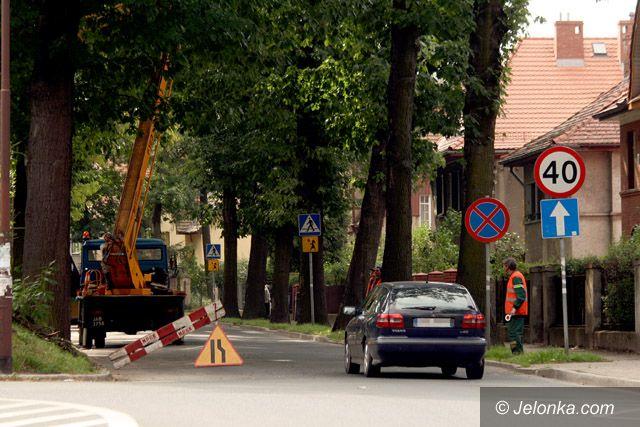 JELENIA GÓRA: Piłą uchronią pojazdy przed uszkodzeniem