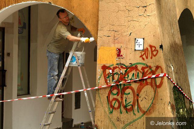 JELENIA GÓRA: Ślepe kamery pod Ratuszem