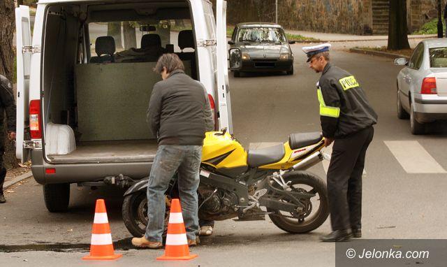 JELENIA GÓRA: Nieuważny motocyklista rozbił maszynę