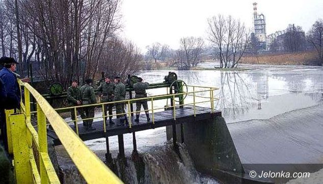 JELENIA GÓRA: Leje, ale powódź już nie grozi