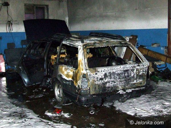 JELENIA GÓRA: Spalił się warsztat, bo wybuchł piec?