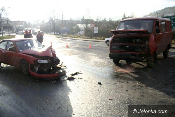 Jelenia Góra: Oślepiony słońcem spowodował wypadek