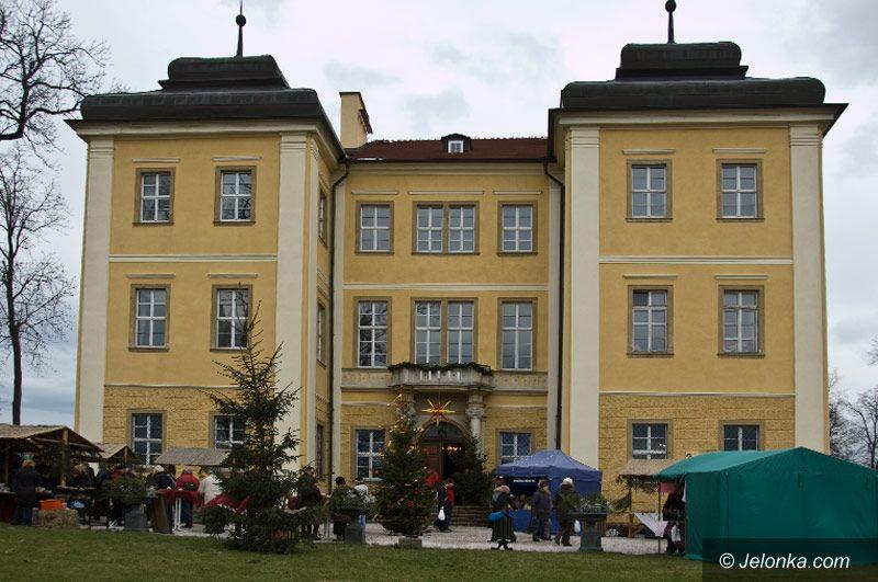 REGION: Mikołaje, kolędy i tłumy na przedświątecznym kiermaszu