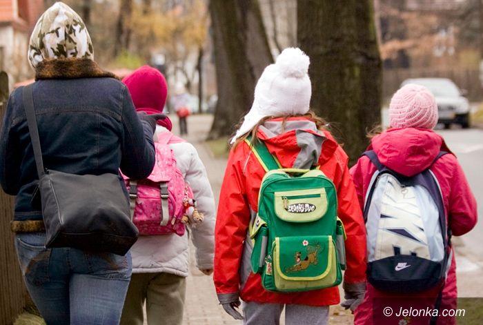 JELENIA GÓRA/ KRAJ: Odciążą uczniów od dźwigania ciężarów