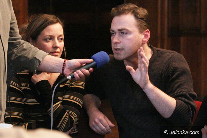 JELENIA GÓRA: O sporze w teatrze w dolnośląskim eterze