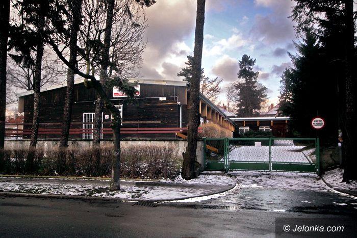 JELENIA GÓRA: Prokuratura wraca do baraków… samochodami