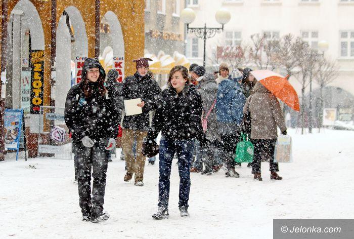 JELENIA GÓRA: W śniegu dziękowali serduszkami za dobre serce