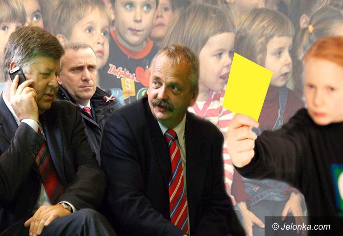 JELENIA GÓRA/ KRAJ: Żółta kartka dla posłów ratunkiem dla sześciolatków