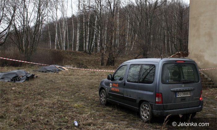 JELENIA GÓRA: Trzy tony azbestu wyrzucone przy Sudeckiej