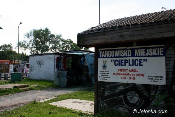 JELENIA GÓRA: Palą śmieci na targowisku w Cieplicach?
