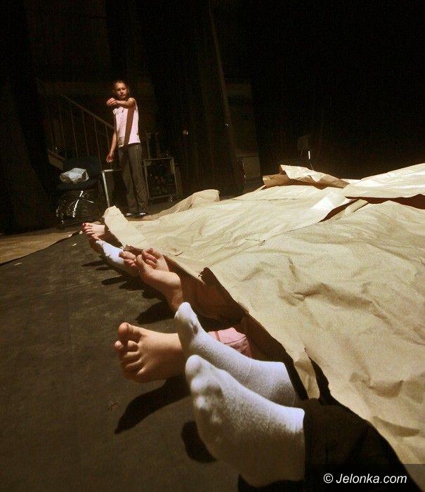 """JELENIA GÓRA: """"Lato w teatrze"""": echa walki"""