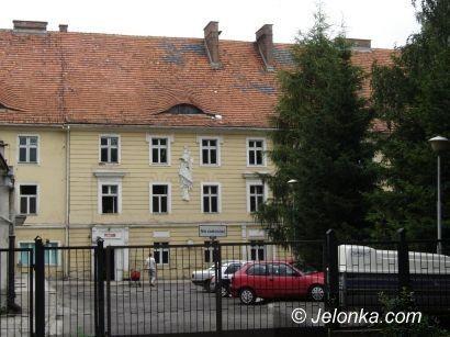 LWÓWEK: Szpital z dołka wyciągany