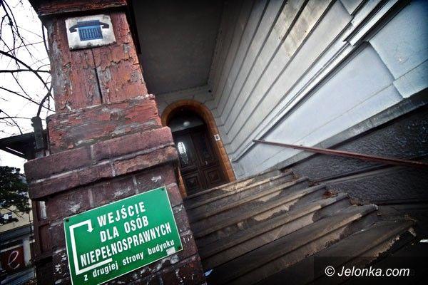 JELENIA GÓRA: Puste domy bez pomysłu