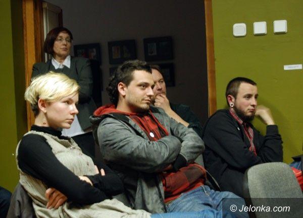 JELENIA GÓRA: Wątpliwości po spotkaniu z A. Żmijewskim