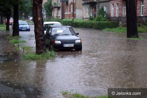 JELENIA GÓRA: Sobota w strugach deszczu