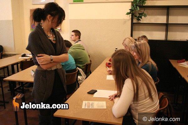 JELENIA GÓRA: Nauczyciele na bruk