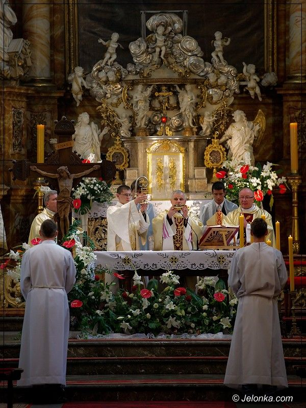 JELENIA GÓRA: Ślubowanie pierwszaków przed ołtarzem