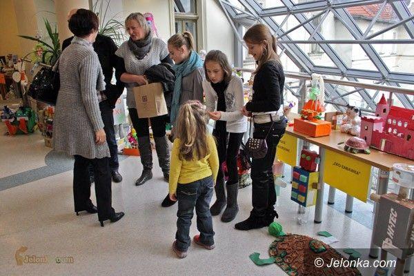 JELENIA GÓRA: Cudeńka z odpadków. Deszcz nagród za eko–zabawki