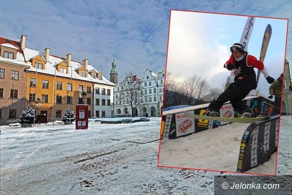 JELENIA GÓRA: Ze snowboardem lub nartami przy ratuszu