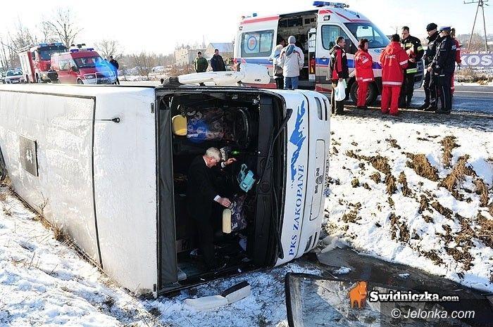 DOLNY ŚLĄSK: Autokar Jelenia Góra – Zakopane w rowie. Są ranni