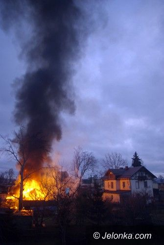 MYSŁAKOWICE: Płonęły pomieszczenia gospodarcze w Mysłakowicach