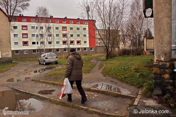 JELENIA GÓRA: Budynek socjalny zasiedlony w kwietniu. Przez zimę – pusty