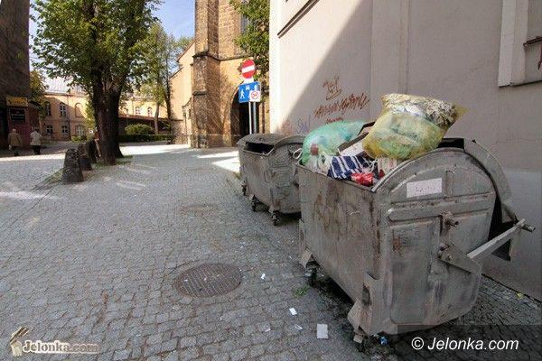 JELENIA GÓRA: Sprzed bazyliki znikną śmietniki