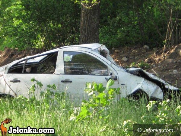 REGION JELENIOGÓRSKI: Groźny wypadek na moście. Kierowca w poważnym stanie