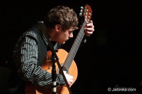 JELENIA GÓRA: Gitarowe chwyty Jakuba Walickiego