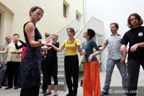 REGION JELENIOGÓRSKI: Tańcem i lalką. W poszukiwaniu wspólnej ekspresji
