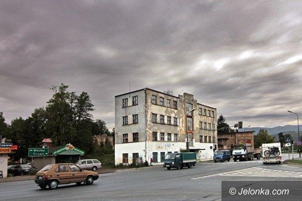 JELENIA GÓRA: Co z budynkiem po dawnych warsztatach?