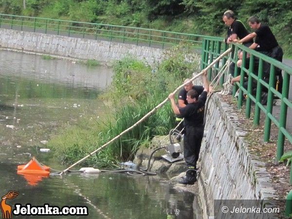 JELENIA  GÓRA: Rzeka ciągle zanieczyszczona. Strażacy pracują na Perle Zachodu