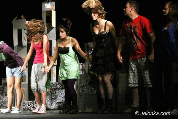 """JELENIA GÓRA: Lato w Teatrze. Nie przegap pokazów """"Medioracji""""!"""