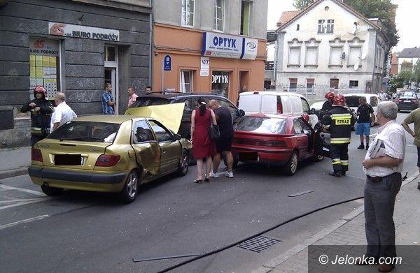 Jelenia Góra: Karambol czterech aut – przy zmianie pasa ruchu